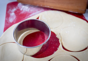 How to cut dough for cherry pies