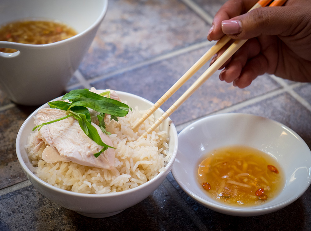 Hainanese Chicken Rice Bowl - Dig in!